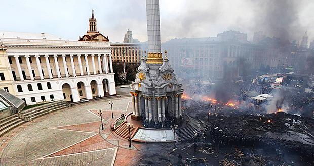 Kiev, piazza Indipendenza prima e dopo gli scontri