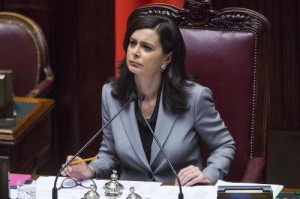"""M5s, Roberta Lombardi denuncia Laura Boldrini per quel """"potenziali stupratori"""""""