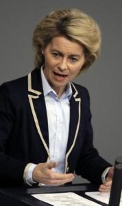 """I ministri della Merkel dormono in ufficio. Criticati: """"Si paghino una casa"""""""