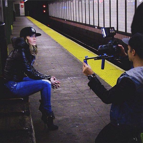 Jennifer Lopez, su Twitter la foto nella metro del Bronx