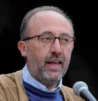 Bergamo, tensioni a congresso Fiom-Cgil: lancio di uova, ferito Luigi Bresciani