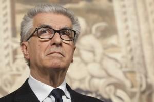 """Luigi Zanda, capogruppo Pd in Senato: """"Voteremo la fiducia a Matteo Renzi"""""""