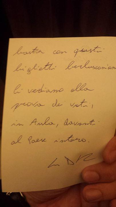 """Matteo Renzi-Luigi Di Maio (M5S): foto e testo dei """"pizzini"""""""
