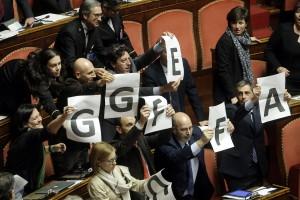 """Finanziamento partiti, ok del Senato. M5s protesta: """"No legge truffa"""""""