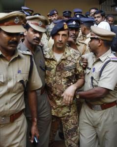 Marò, bisognava incriminarli in Italia per non rimandarli in India