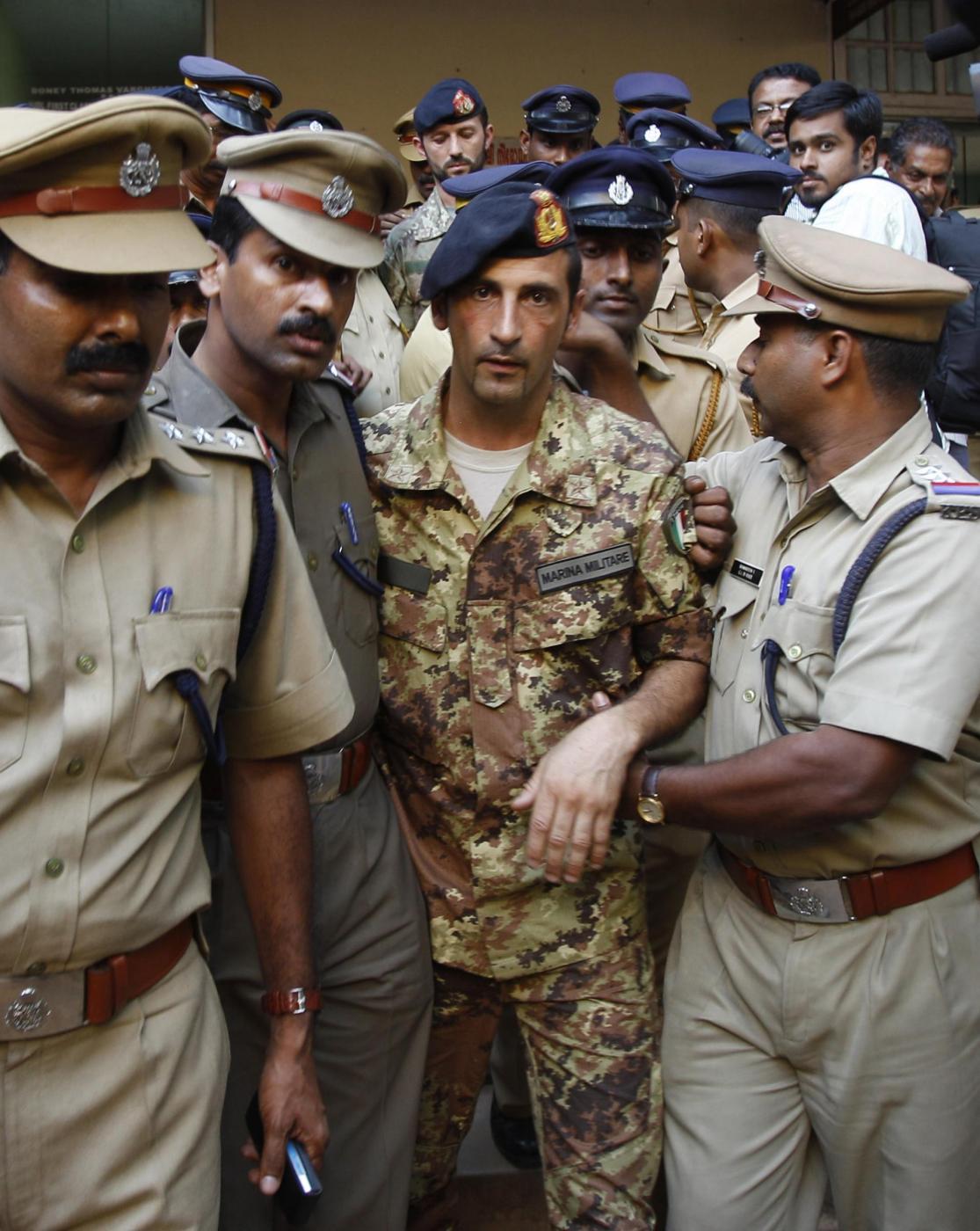 Marò, l'India rinuncia alla legge antiterrorismo (quindi alla pena di morte)