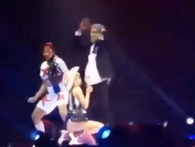 Miley Cyrus mima sesso orale con sosia Bill Clinton (video)