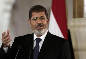 Egitto, Morsi in tribunale. Ieri ancora scontri: 1 morto e 35 feriti
