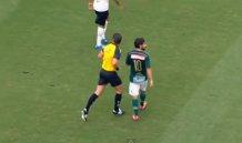 Palmeiras. Il giocatore crolla a terra: ma la testata è dell'arbitro!