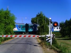 Bozzolo (Mantova). 2 motociclisti travolti dal treno a passaggio a livello. morti