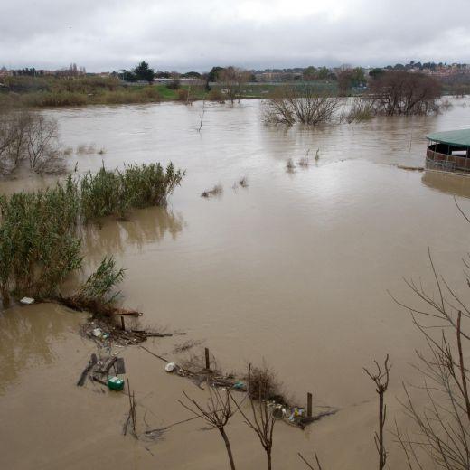 Adrano (Catania): fuoristrada travolto da fiume Simeto. Salvi i passeggeri