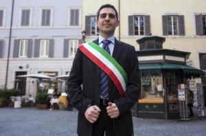 Parma, vietato criticare Pizzarotti su Facebook ai dipendenti del Comune