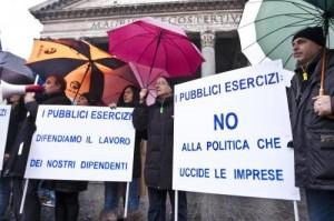 """Pmi, la """"marcia dei 30mila"""" commercianti e artigiani in piazza a Roma"""