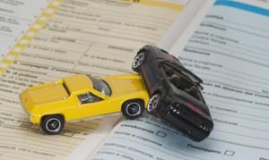 Rc Auto, il governo promette: una legge per risparmiare il 23%