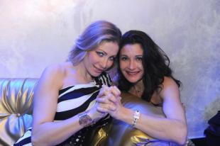 Club lap dance blue night vittoria risi e altre 6 dive for Le porno dive