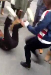 Pavia come Bollate: nuova rissa tra ragazze finisce sul Web (video)