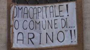 """Comune Roma, no taglio stipendi. Marino, """"Messaggero da querela"""". Ma il piano c'era"""