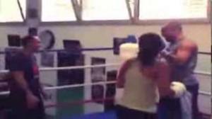 Ronaldo pugile messo ko dalla fidanzata Paula Morais (video)