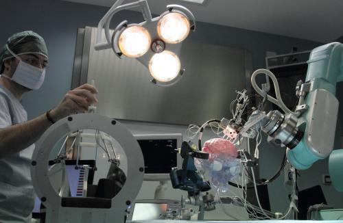 Defibrillatore più piccolo del mondo impiantato a Bergamo. Occupa meno di 1 cm