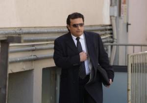 """Francesco Schettino al Giglio che non lo vuole. Sindaco: """"Io non sarei tornato"""""""