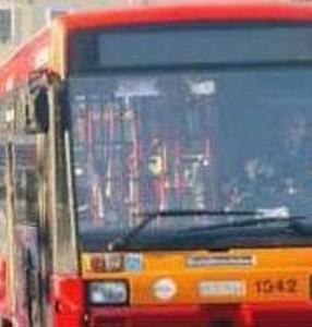 Roma. Ragazzo indiano di 19 anni accoltellato sul bus: è grave