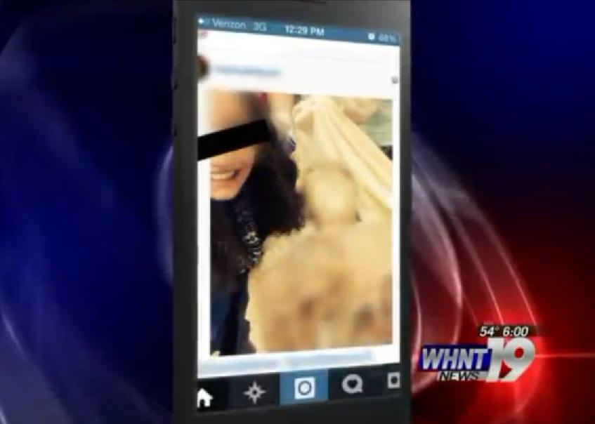 Selfie col morto: la moda dell'autoscatto diventa macabra (Foto)