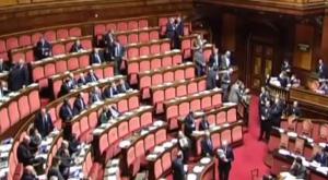 "Pietro Grasso parla, Fi e Gal lasciano l'Aula gridando ""vergogna"