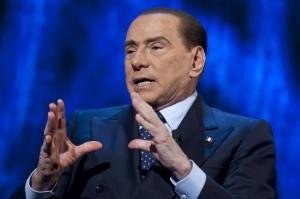 """Berlusconi a Matteo Renzi: """"Avanti con le riforme, Costituzione da riscrivere"""""""