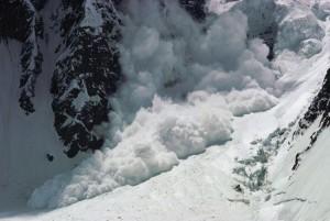 Valle d'Aosta, valanga su cascata di ghiaccio: scalatore disperso