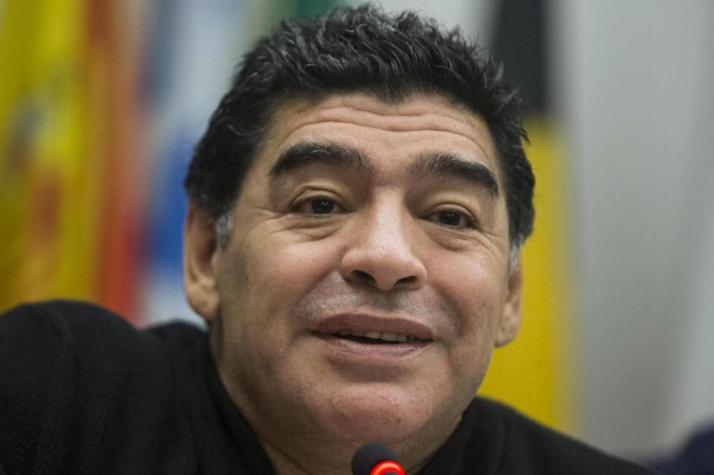 """Maradona querela Gene Gnocchi. La battuta: """"Ambasciatore per Cartello Medellin"""""""
