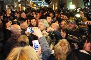 """Beppe Grillo, lapsus a Sanremo: """"Ho fatto campagna pubblicit... politica"""