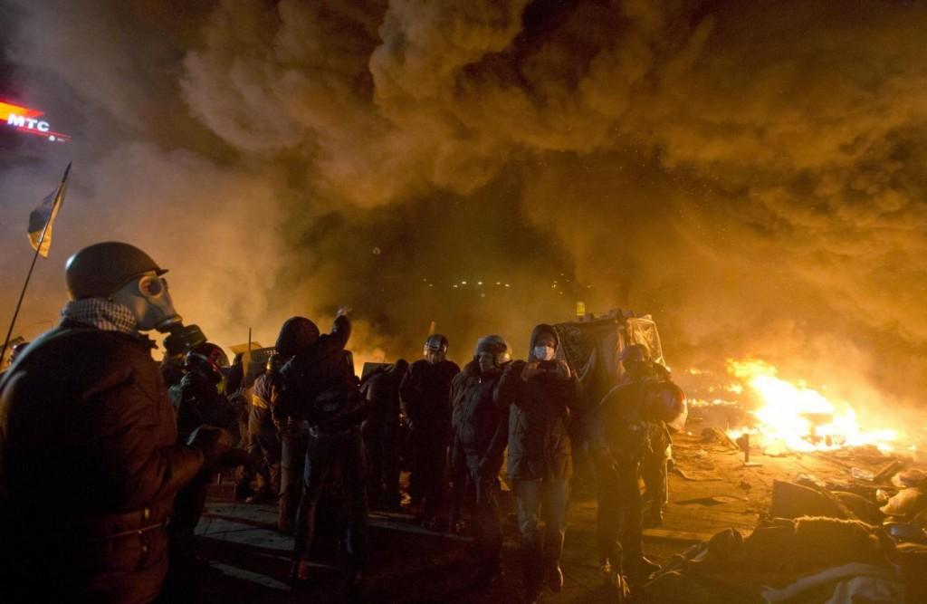 Ucraina, polizia assalta la piazza dell'opposizione: 25 vittime