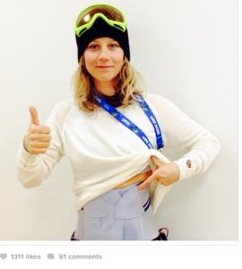 La snowboarder Kjersti Buaas cade durante le qualificazioni di Sochi