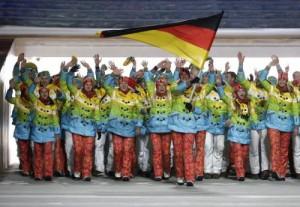 Sochi, Olimpiadi al via. Putin piange, la Germania sfila in divisa arcobaleno