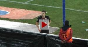 Strootman sputa contro Curva B Napoli per vendicarsi laser (video)