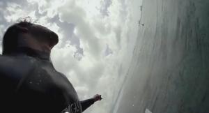 Alex Gray, il surfista che fa le riprese nella cresta dell'onda