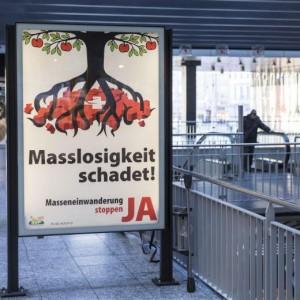 Svizzera: un manifesto contro l'immigrazione di massa