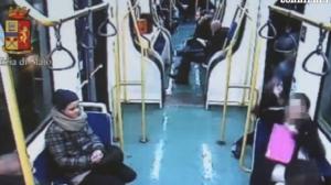 Torino, baby scippatori in azione sul bus: