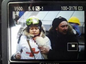 Ucraina. Olesya Zhukovskaya, infermiera ferita al collo twitta