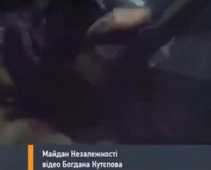 Ucraina, poliziotto in ostaggio: manifestanti gli cavano un occhio