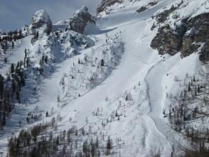 Valanga sulla pista da sci a Cortina: due sciatori riescono a salvarsi