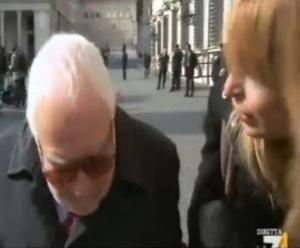 Andrea Vecchio (Scelta Civica) alla giornalista: Hai degli stivali da schifo