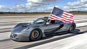 Hennessey Venom Gt, auto che sfreccia a 435 km/h (video)
