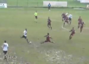 Tuttocuoio 1957 - Vigor Lamezia, gol incredibile in scivolata da centrocampo (video)