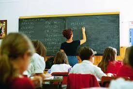 """Cesano (Roma), bambini accusano ex maestro elementari: """"Ci faceva pulire la lavagna con la faccia"""""""