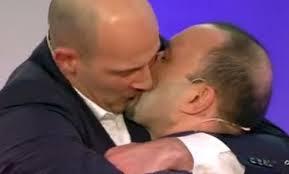 C'è posta per te, primo bacio gay in diretta Tv