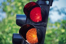 Milano, assolto semaforo con il trucco: niente risarcimenti agli automobilisti