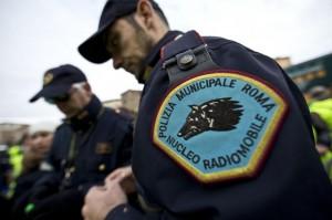 """Vigili urbani di Roma, gli agenti: """"Le auto senza assicurazione"""""""