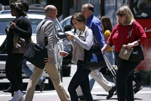 Smartphone, ecco orecchio artificiale: rileva pericoli, da frenate a sirene