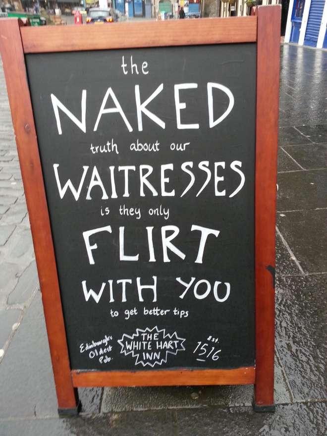 """""""Cameriere flirtano solo per avere mance migliori"""", cartello in un pub (foto)"""